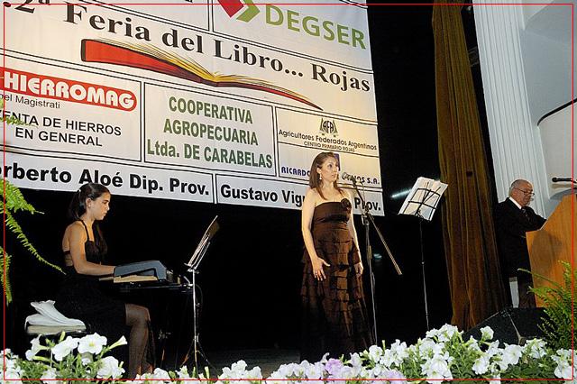 Guadalupe Ceballo, Fiorella Spadone y Juan Carlos Castro. Feria del Libro de Rojas. Octubre 2010