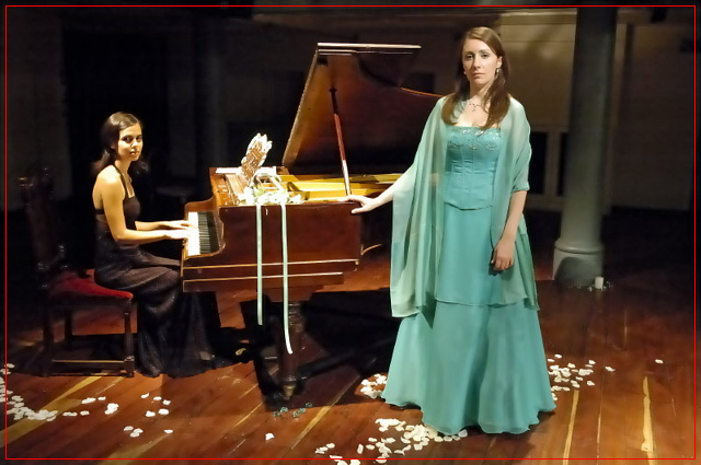 Guadalupe Ceballos y Fiorella Spadone, La Manufactura Papelera - Noviembre 2006