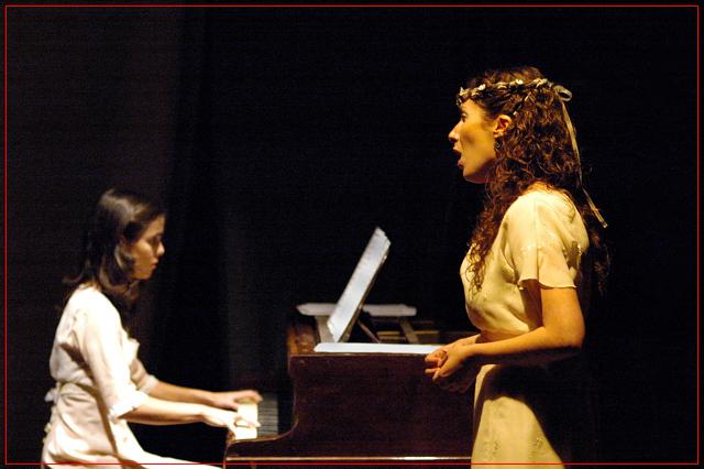 Guadalupe Ceballos y Fiorella Spadone, La Manufactura Papelera - Junio 2006